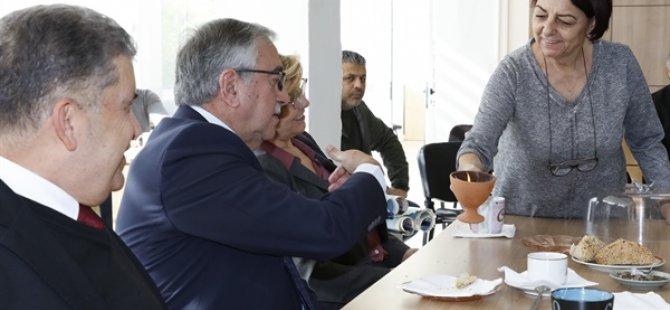 Cumhurbaşkanı Akıncı, Anafartalar Lisesi ile Girne Turizm Meslek Lisesi'ni ziyaret etti