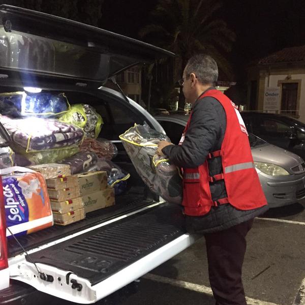 Kuzey Kıbrıs Türk Kızılay Derneği'nden mültecilere gıda ve battaniye yardımı