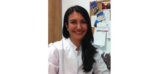 DAÜ Dr. Fazil Küçük Tip Fakültesi Öğretim Üyesi Doç. Dr. Amber Eker Bakkaloğlu unutkanlik, demans ve alzheimer ile ilgili açiklama yapti
