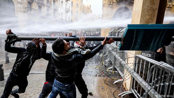 Beyrut'ta 400'e yakın yaralı