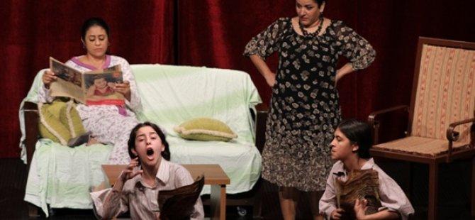 """Yıldız Olmak Kolay Mı ?"""" adlı tiyatro oyunuyla 6. Mesarya Tiyatro Şöleni kapsamında Cumartesi sahneleniyor"""
