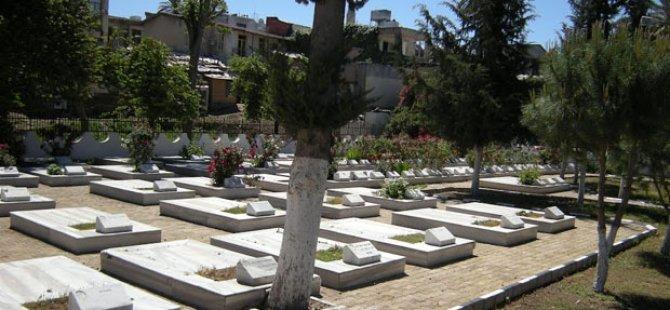 """Şehit Aileleri ve Malul Gaziler Derneği Tekke Bahçesi Şehitliği'ndeki 44 mezarın açılmasını talep etti... """"HİÇ Mİ VİCDANINIZ SIZLAMADI!"""""""