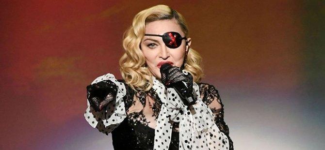 """Madonna konserinde telefon kullanmak yasak:""""Başkaları için çekim yapmayı bırakın, keyfinize bakın"""""""
