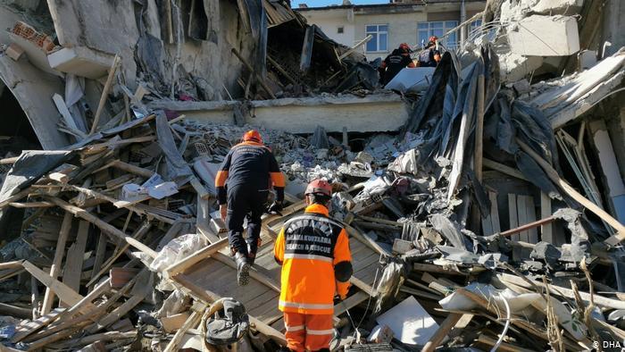 Elazığ depreminde ölü sayısı 22'ye yükseldi