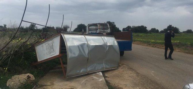 Karpaz'da Belediye çalışanların üzerine traktör sürdü, tutuklandı!