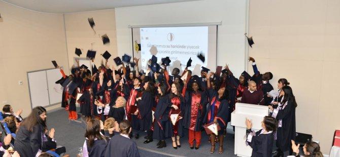 Yakın Doğu Üniversitesi Hemşirelik Fakültesi Mesleki Bilgiyle Donatılmış Yeni Nesil Hemşirelerini Uğurladı…