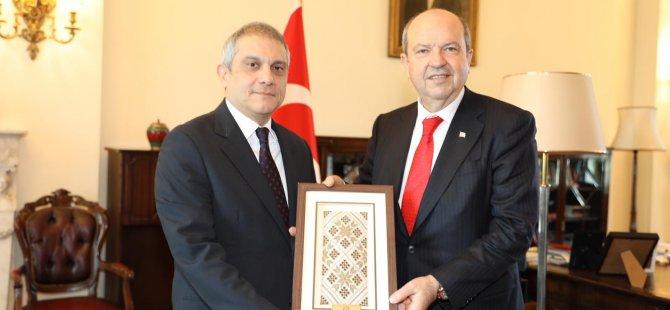 Tatar, Türkiye'nin Londra Büyükelçisi Ümit Yalçın'ı ziyaret etti