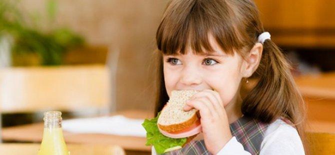 Ders çalışırken yemek yiyen çocuklarda obezite riski yüksek