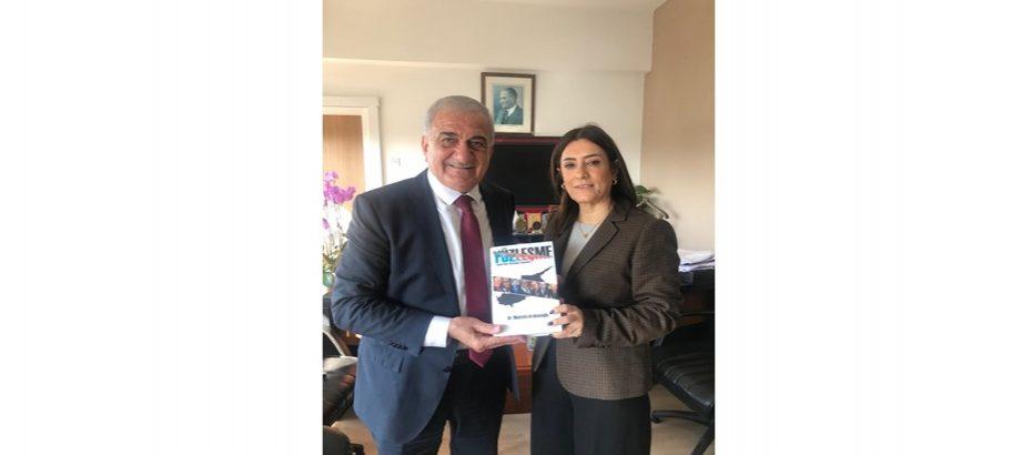 Arabacıoğlu, kitabını Özkurt'a takdim etti