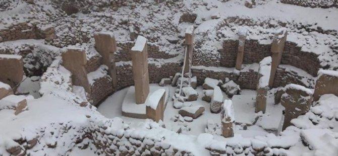 Göbeklitepe kar altında kaldı, arkeolog Schmidt isyan etti: Bu kadar nemalandığınız yeri bir de korumayı düşünün