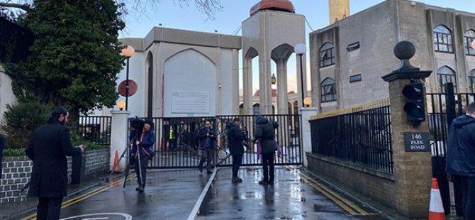 Londra'da camide bıçaklı saldırı: Saldırgan yakalandı