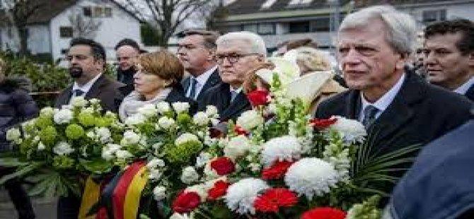 Almanya'daki Irkçı Terör Saldırısında Hayatını Kaybedenler İçin Anma Töreni