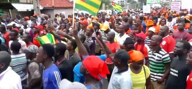 İktidarın 53 Yıldır Aynı Ailede Olduğu Togo'da Cumhurbaşkanlığı Seçimi Yapılıyor