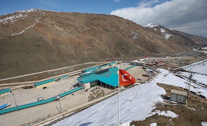 Koronavirüs nedeniyle Türkiye-İran sınırı kapatıldı