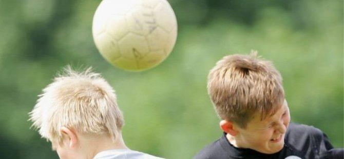 12 yaşından küçük çocuklara futbol antrenmanlarında kafa vuruşu yasağı