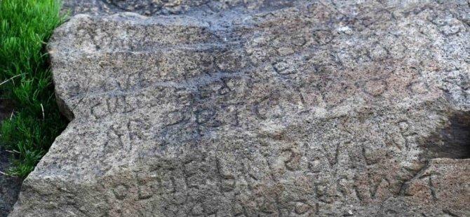 Kayanın üzerindeki 235 yıllık yazıyı çözdüler