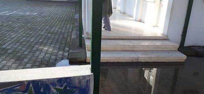Alasya Vakıf Anaokulu'nda öğrenci velisi isyan etti:Eylül ayından beridir bu çocuklar her yağmur yağdığında Malesef sınıflarınd