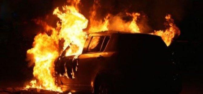 Yeni Aldığı Arabayı Çalıştıramayınca Benzin Döküp Yaktı
