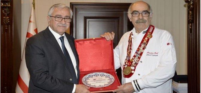 Türkiye Aşçılar Ve Şefler Federasyonu'ndan Cumhurbaşkanı Akıncı'ya Plaket