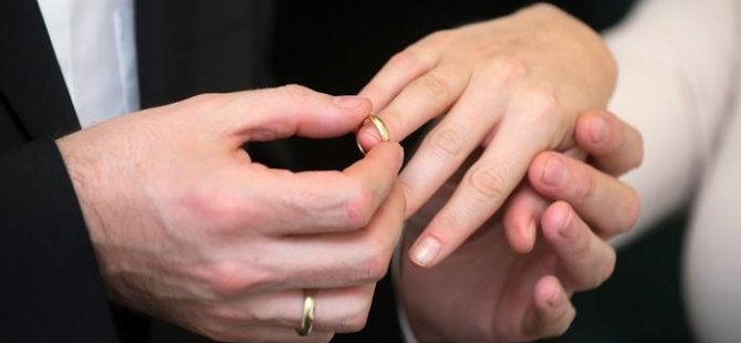 Türkiye'de evlenenler azalıyor boşanmalar artıyor