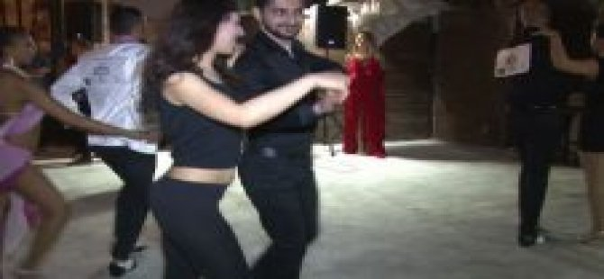 Dansçılar Salsa ve Baçata kategorilerinde yarıştı
