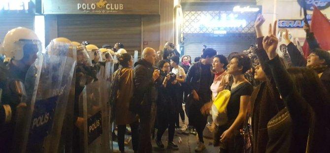 Valilik yasağına rağmen binlerce kadın Feminist Gece Yürüyüşü için Taksim'de bir araya geldi, polis müdahale etti