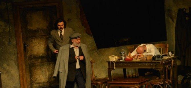 """Antalya Devlet Tiyatroları'nın """"Buzlar Çözülmeden"""" Tiyatro Oyunu Beğenildi"""