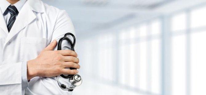 Türkiye'de 'Virüs kapan ya da karantinaya alınan aile hekimlerinin maaşları kesiliyor'