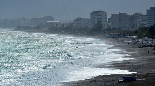 Antalya körfezinde fırtına uyarısı