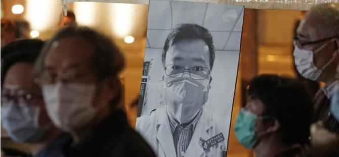 """Çin, salgını ilk duyurduğunda söylenti yaymakla suçlanan Vuhanlı doktora öldükten sonra """"pardon"""" dedi"""