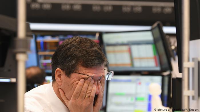 Piyasalar koronavirüs belirsizliğiyle düşüşte