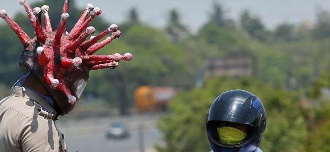 Hindistan'da bir polis, koronavirüs kaskıyla 'evde kal' çağrısı yaptı