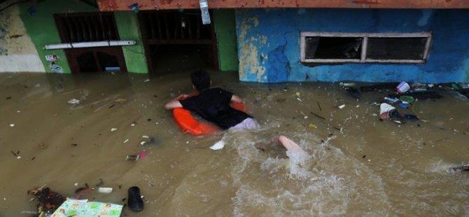 Endonezya'da sel 100 binden fazla kişiyi etkiledi