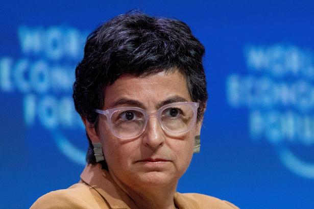İspanya Dışişleri Bakanı: Türkiye solunum cihazları taşıyan uçağı bloke etti