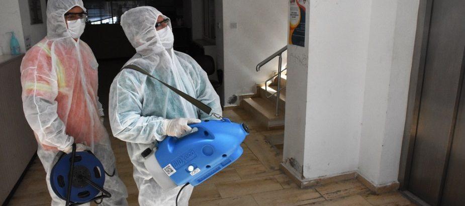 Covid-19 virüs salgını ile mücadele programı. Girne Belediyesi yoğun ilaçlama çalışmalarına devam ediyor