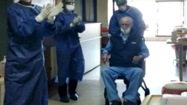 İzmir'de 95 yaşındaki hasta koronavirüsü atlatarak taburcu oldu