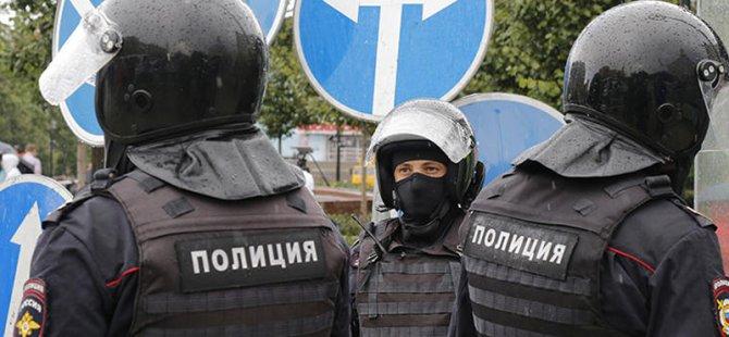 Rusya'da bir kişi sokağa çıkma yasağına uymayan 5 kişiyi öldürdü
