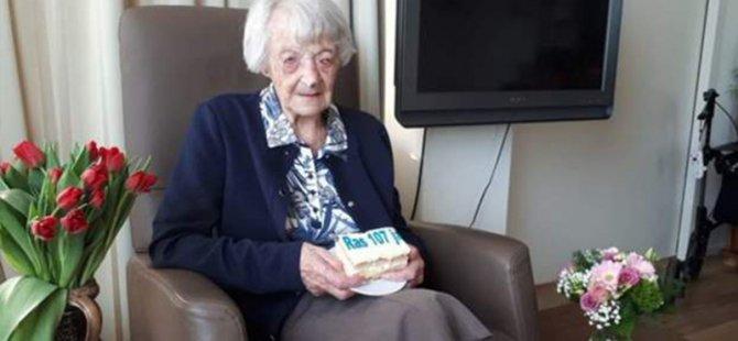 107 yaşındaki Hollandalı kadın, dünyada Koronavirüs'ü yenen en yaşlı hasta oldu