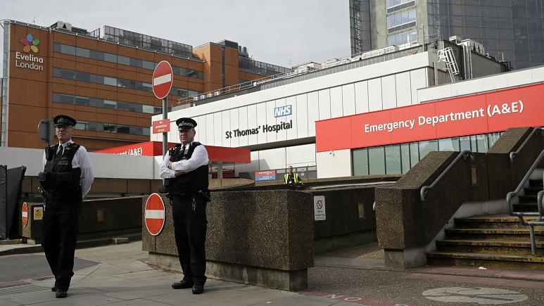 Yoğun bakımda 3. gününe giren Başbakan Johnson'ın sağlık durumu düzelmeye başladı