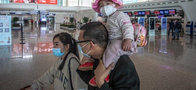 On binlerce kişi, karantinanın kalkmasının ardından, Koronavirüs salgınının başladığı Vuhan'ı terk etti