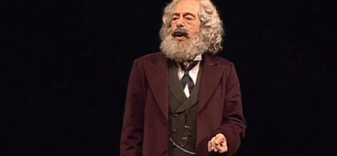 """Tiyatro sanatçısı Genco Erkal, 'Marx'ın Dönüşü' oyununu YouTube'da gösterime açtı: """"Karantina günlerine Dostlar Tiyatrosunun armağanı"""""""