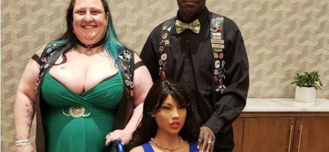 Evliliklerini seks robotu kurtardı