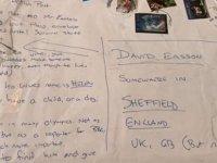 Adresi bilmediği için 'Sheffield'da bir yer' yazıp paket yolladı; postacı, alıcıyı buldu
