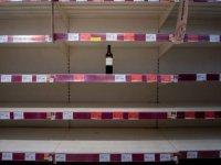 İngiltere'de tüketiciler giysi alışverişini kıstı, alkolü artırdı