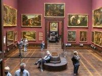 Avrupa'da bazı müzeler açılıyor