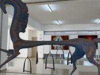 """Usenov korona günlerine """"Miras"""" adlı at tasviriyle destek verdi"""