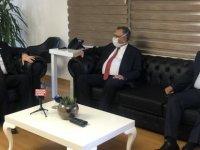 Başbakan Tatar'dan DAÜ'ye ziyaret