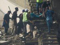 Pakistan'da 107 yolcu taşıyan uçak yerleşim alanına düştü...