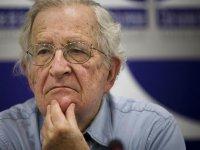 Noam Chomsky: ABD, Trump'ın yanlış kararları nedeniyle felakete koşuyor