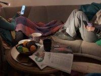 Evde oturmak insanı neden yoruyor?